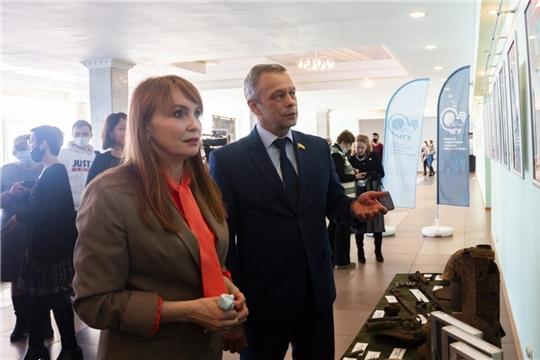 В Чувашском госуниверситете открыли фотовыставку, посвященную строительству Сурского и Казанского оборонительных рубежей