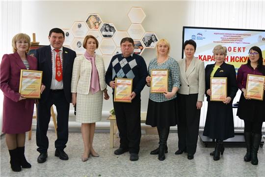 Замминистра культуры Чувашии Татьяна Казакова наградила руководителей ДК в КВЦ «Радуга»