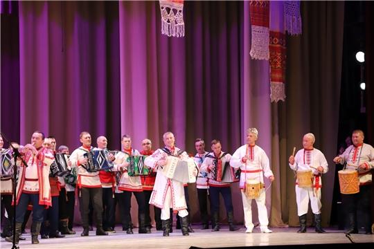 Работников культуры Чувашии поздравили 85 гармонистов