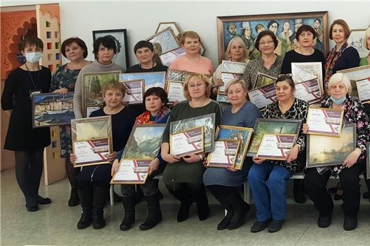 В Культурно-выставочном центре «Радуга» наградили участников проекта «Арт-досуг элегантного возраста»