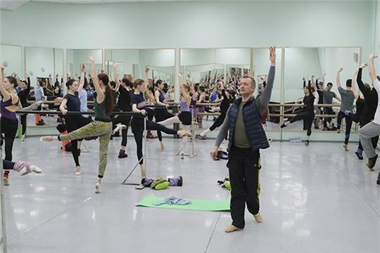 С балетной труппой Чувашского театра оперы и балета работает Роман Михалёв из Opéra National de Bordeaux