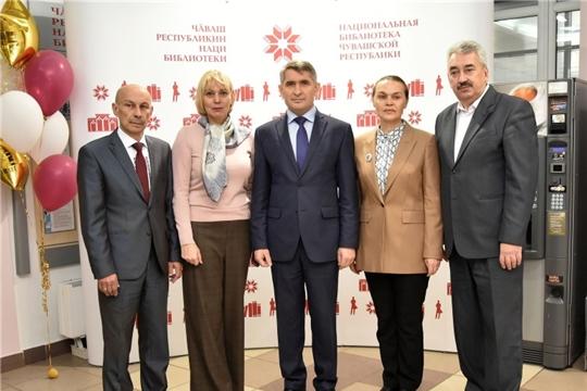 Глава республики высоко оценил выставку к 150-летию новой чувашской письменности