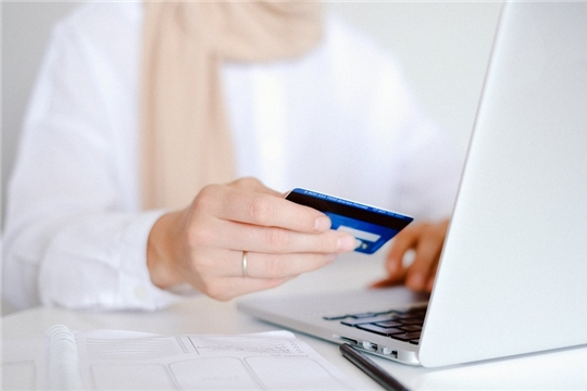 В Чувашии с помощью банковских карт рассчитываются чаще, чем снимают наличные