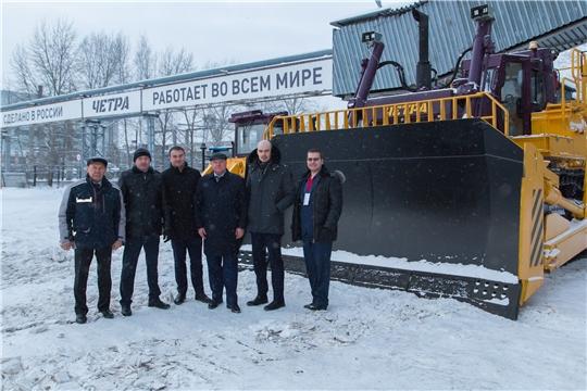 Экскурсия и тест-драйв бульдозеров: директор профильного департамента Минпромторга РФ посетил Промтрактор