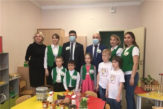 Сергей Артамонов побывал в агролаборатории детского сада №4 города Цивильск