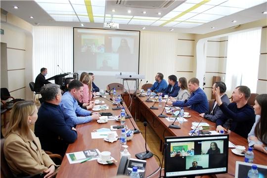 """Ученики """"Школы фермера"""" консультируются у специалистов Россельхозбанка"""