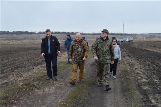 Сергей Артамонов ознакомился с ходом работ на полях Янтиковского района