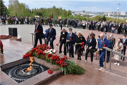 Сергей Артамонов возложил цветы к Мемориалу Славы