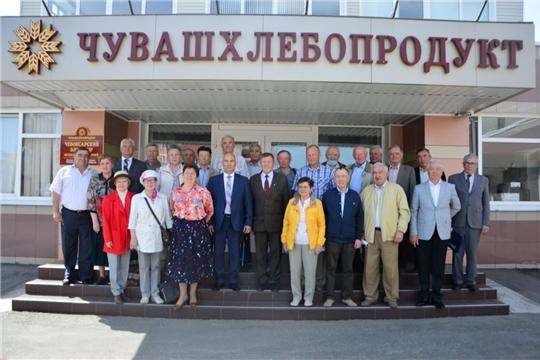 Сергей Артамонов в АО «Чувашхлебопродукт» встретился с ветеранами АПК  – членами волонтерского альянса «АгроВыбор»