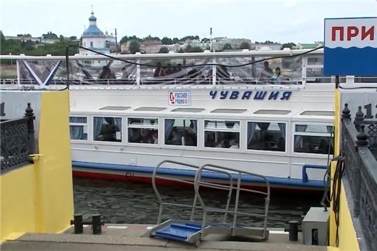 Чебоксарский речной порт с начала месяца возобновил навигацию на левый берег Волги