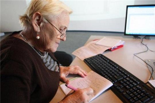 Гражданам в возрасте 65 лет и старше продлили период оформления листков нетрудоспособности до 1 мая 2021 года