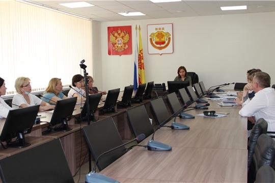 Алена Елизарова проводит совещание по вопросу выплаты компенсации поставщикам социальных услуг