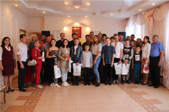 Накануне Дня России состоялось торжественное вручение паспортов юным гражданам