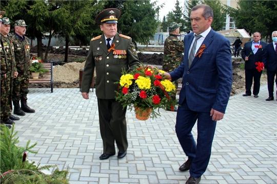 Состоялось возложение цветов к памятнику погибшим воинам в Парке Победы, монументу Славы