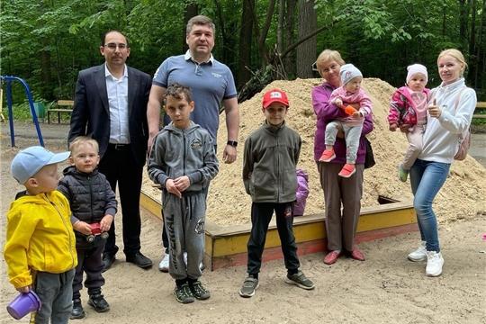 «Инцидент менеджмент»: по просьбе горожан в Рощу Гузовского завезен песок в песочницу