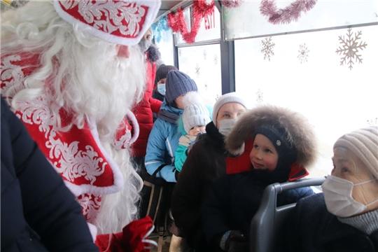В канун Рождества по Новочебоксарску будет курсировать бесплатный троллейбус с Дедом Морозом и Снегурочкой