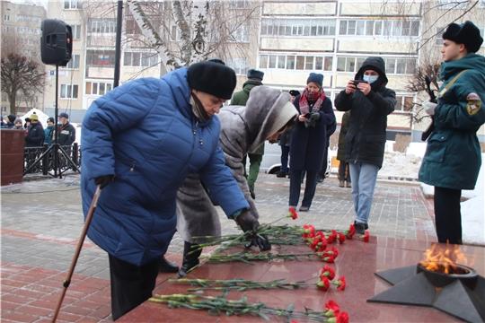 В честь 77-летия снятия блокады Ленинграда новочебоксарцы возложили цветы к Вечному огню
