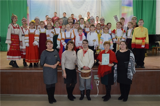 В концертном зале Детской музыкальной школы прошел концерт фольклорного ансамбля «Янтал»