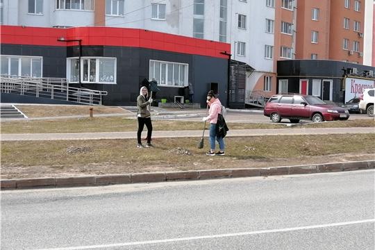Сотрудники администрации Новочебоксарска вышли на субботник