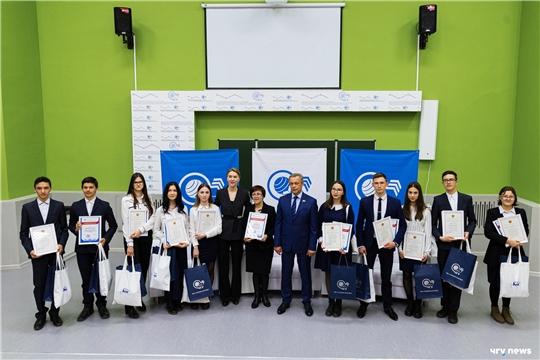 В ЧГУ наградили команду школьников из Канаша, победившую в интеллектуальной игре «1418» в ПФО