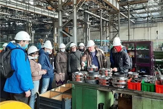 Более 80 чебоксарских студентов познакомилисьс производством тракторной техники
