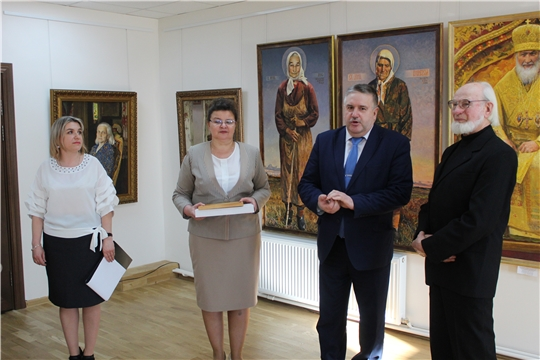 В Порецкой картинной галерее открылась выставка Николая Карачарскова «Любовь и боль моя, Россия»