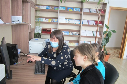 Занятия Школы компьютерной грамотности