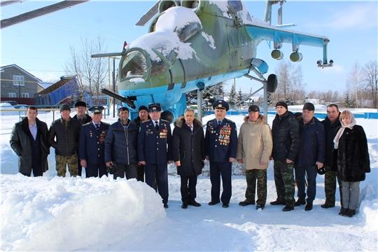 В Шумерлинском районе состоялось  возложение цветов к вертолету-памятнику МИ-24В