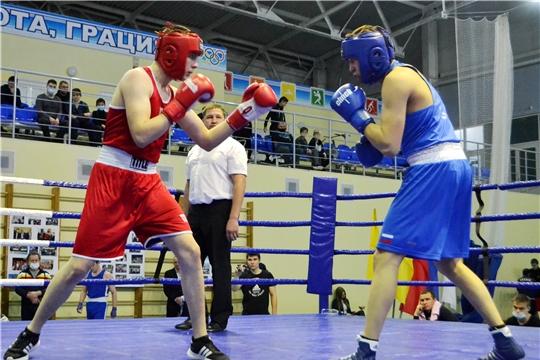 Боксеры разыграли медали чемпионата и первенства республики