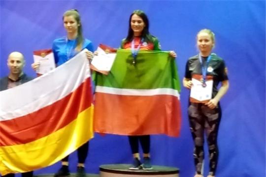 Гелусе Камалетдинова выиграла «бронзу» первенства России по армрестингу