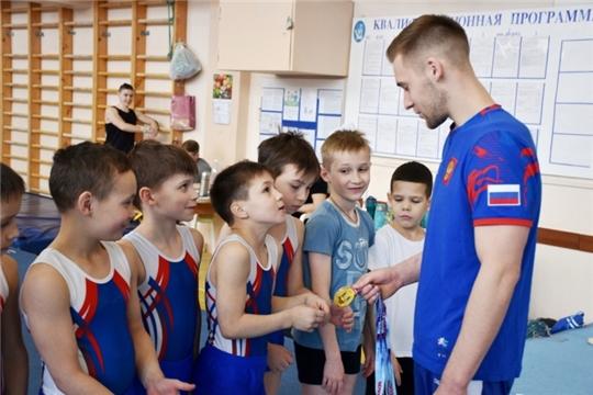 Мастер-класс с чемпионом: Владислав Поляшов встретился с юными спортивными гимнастами Чувашии