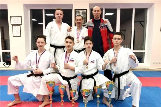 Сборная Чувашии по восточному боевому единоборству Сетокан вернулась с медалями чемпионата и первенства России