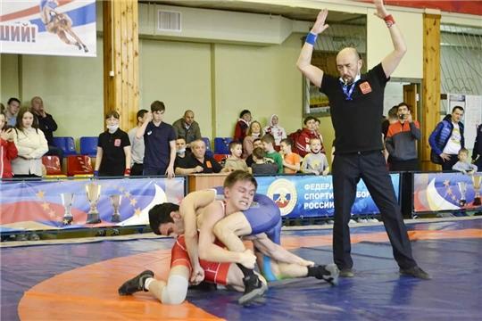 24 медали завоевали спортсмены Чувашии на Всероссийском турнире по вольной борьбе памяти В.И.Чапаева