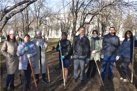 Сотрудники Госслужбы Чувашии по конкурентной политике и тарифам приняли участие в весеннем экологическом субботнике