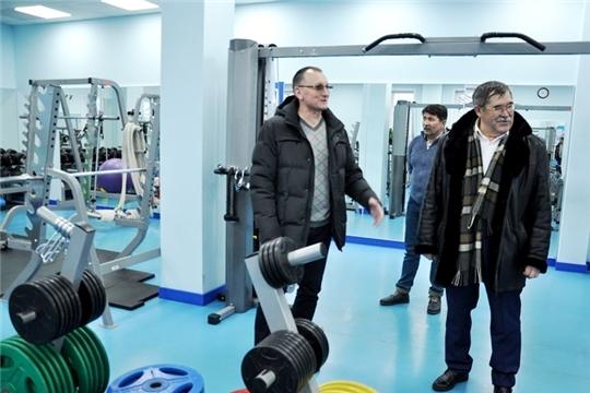 Министр спорта Василий Петров обсудил перспективы развития футбола в Вурнарском районе