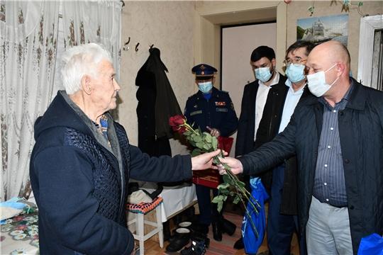 В Вурнарском районе до Дня Победы подарочные наборы получат 15 ветеранов-участников Великой Отечественной войны