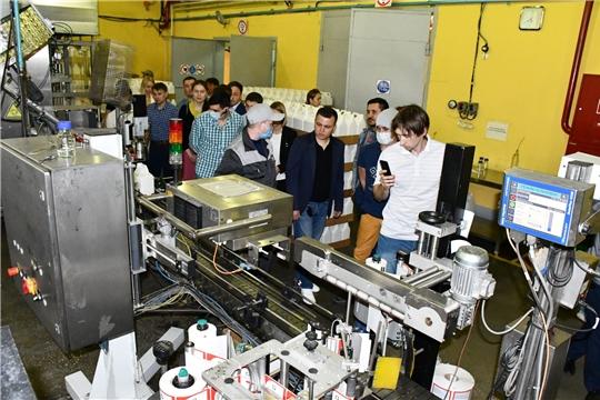 Участники Президентской программы подготовки управленческих кадров посетили Филиал АО Фирма «Август» «Вурнарский завод смесевых препаратов»