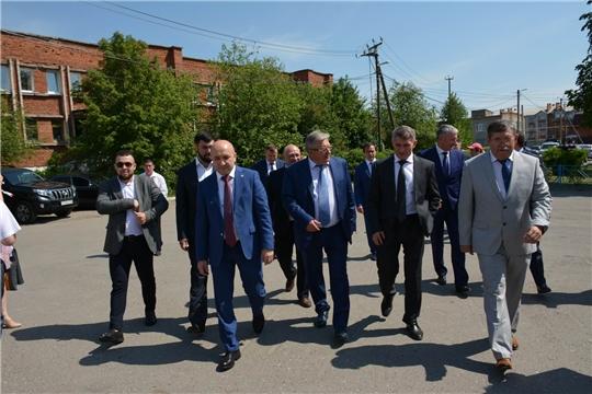 Глава Чувашии Олег Николаев поздравил вурнарских химиков