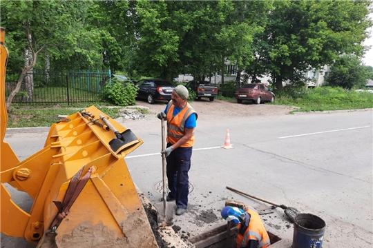 В п. Вурнары проводится очистка ливневой канализации