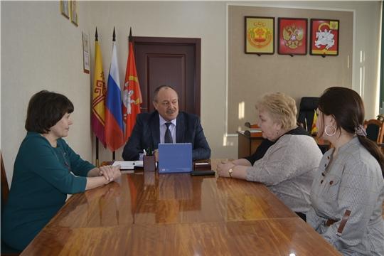 Глава администрации Яльчикского района встретился с директором Государственного исторического архива Чувашии Галиной Ертмаковой