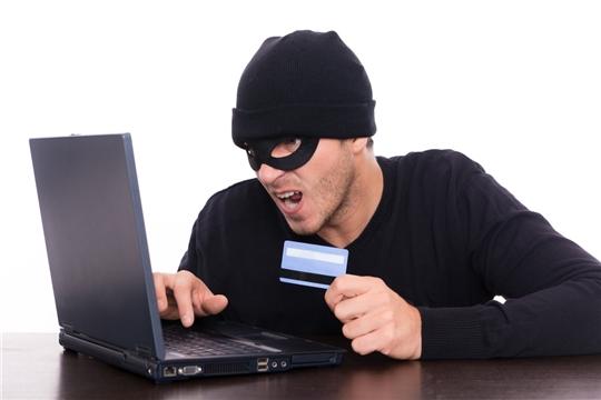 Мошенники под видом работодателей получают доступ к чужим банковским счетам с помощью вирусных приложений