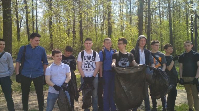 В Бауманском лесу прошла экологическая акция