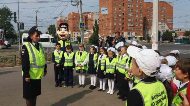 О важности соблюдения правил дорожного движения столичным школьникам рассказали инспекторы отдела ГИБДД