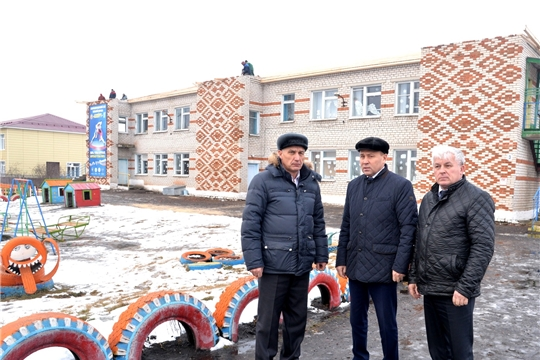 Р.Селиванов проинспектировал ход ремонтных работ крыши детского сада