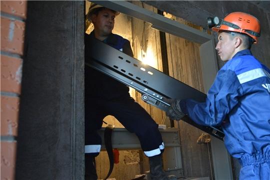 Новые лифты по программе капремонта продолжают устанавливать в домах Чувашии