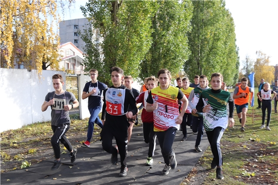 В Алатыре прошёл осенний легкоатлетический кросс среди учащихся школ