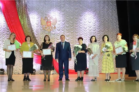 Педагогов Алатыря поздравили с профессиональным праздником