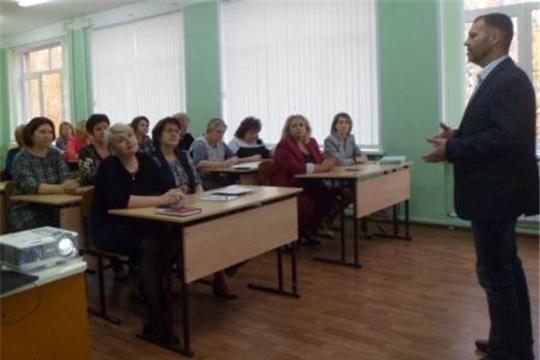 В Алатыре побывал руководитель проекта «Школа для родителей»