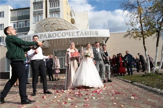 Осенний сезон свадеб в Алатыре успешно продолжается