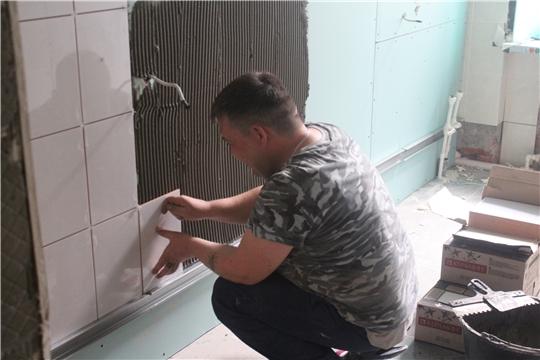 В Алатыре продолжается капитальный ремонт детской поликлиники